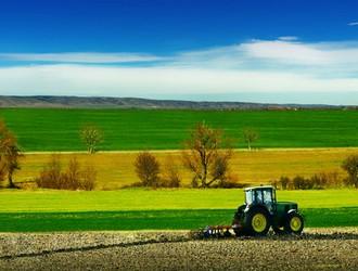 Fotolia_6709422_XS-tracteur