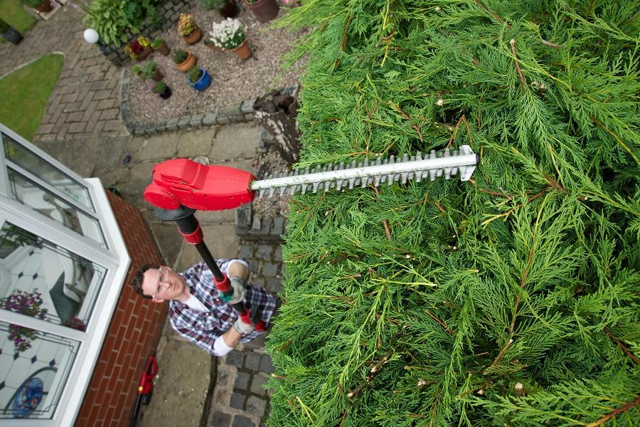 Un taille haie, un outil indispensable pour votre jardin ! post thumbnail image